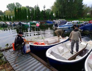 Międzykołowe towarzyskie zawody spinningowe z łodzi.